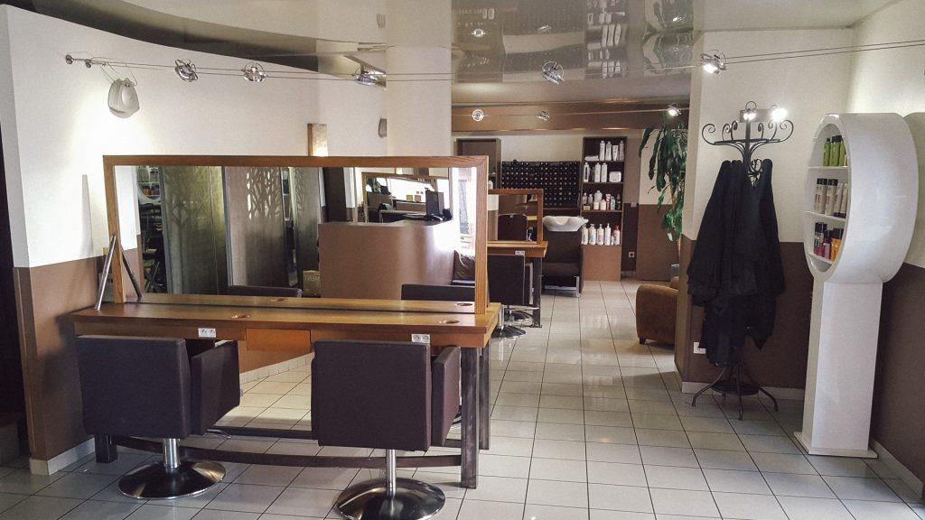 Prenez rendez vous au salon de coiffure Atypique.